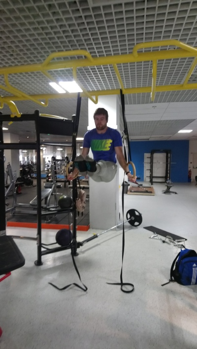 L-Sit on rings with turnout